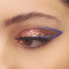 147 purple eyeshadow shades & palettes that will make eyes pop Hair art Makeup Goals, Makeup Inspo, Makeup Art, Hair Makeup, Makeup Ideas, Blue Makeup, Makeup Tutorials, Make Eyes Pop, Eye Make Up