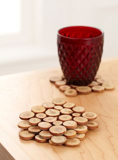 Exclusively from Simons Maison Small appliqué wood slices on chocolate felt, for a beautiful rustic accent that easily matches traditional decor and warms any ultra modern room. - Rich natural colours - Easy-care with a simple wipe - Matching place mat and table runner also available - Set of 4 coasters per package