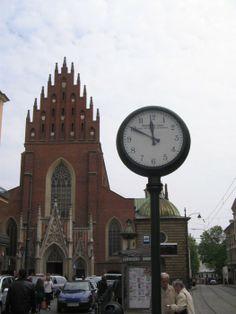 Na Stolarskiej nie spóźnisz się. Zegar przed bazyliką Św. Trójcy w Krakowie, fot. Izabela Lewińska #dominikanie #konkurs #4poryroku