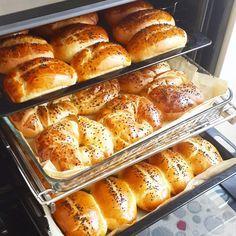 Ma arvan, et see on pehme ja paistes nagu sõõrik. Gourmet Cooking, Cooking Recipes, Breakfast Time, Breakfast Recipes, Ramadan Desserts, Bread And Pastries, Happy Foods, Pastry Recipes, Turkish Recipes