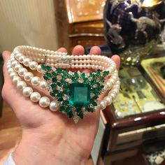 An Impressive Choker featuring a fine 26 ct Colombian Emerald, Diamonds & Pearls by Caprese jeweler Chantecler, circa 1985 (=)