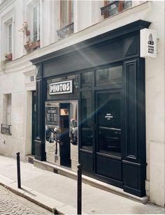 Fotoautomat Studio - Photobooth argentique au 53 rue des Trois Freres à Paris Halle Saint Pierre, Rue, Photo Booth, Lockers, Locker Storage, Vintage, Studio, Decor, Pictures