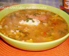 Sopa de peixe, massa e ovo escalfado