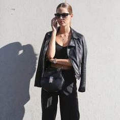 Der Komplett-Look in Schwarz ist elegant und zeitlos. Wir zeigen euch fünf coole Styles.