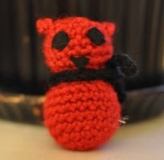 Ohje amigurumien palloon | Kodin Kuvalehti Beanie, Diy Crafts, Knitting, Hats, Amigurumi, Tricot, Hat, Make Your Own, Breien