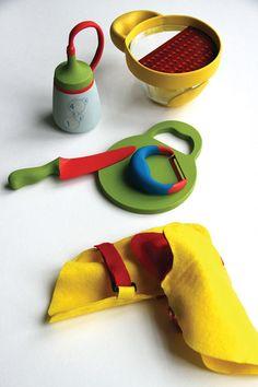 Some kitchen tools for the mini chefs, it's a great way to encourage your kids to cook :: Alguns utensílios de cozinha para os mini-chefs, é uma ótima maneira de incentivar seus filhos a cozinhar