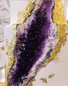 Geode wedding cakes, which use colourful sugar rocks to create intricate crystal formations inside frosted cake, are the latest sweet to pop up all over social media. White Wedding Cakes, Purple Wedding, Wedding Cake Fillings, Crystal Cake, Geode Cake, Homemade Birthday Cakes, Raw Crystal Jewelry, Sugar Crystals, Cake Trends