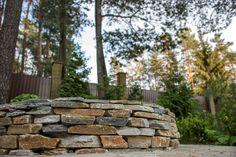 Очаг из натурального камня  Идеи очага и подпорных стен из натурального камня