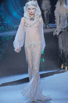 John Galliano Fall 2009 Ready-to-Wear Fashion Show - Magdalena Frackowiak