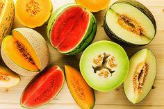 Wassermelone, Charentais-Melone, Netzmelone: Es gibt unzählige Melonensorten. Höchste Zeit für eine kleine Melonenkunde. Was sind die Merkmale und Aromen der verschiedenen Sorten?