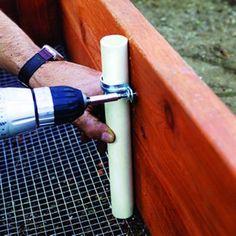 Jardim levantadas: adicionar canalização para manter aros para compensação de aves ou tampas de sombra.  Eu sempre esqueço esse truque!