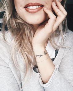"""Oggi ho provato la nuova linea di RossettiDuo di @collistarbeauty  Si tratta di un rossetto bi-colore pensato per disegnare il contorno labbra e colorarle all'interno di un colore più chiaro in un solo gesto per un effetto volumizzante e di tendenza!! Quello che indosso è la colorazione """"4 Innocente""""  Che ne pensate? Li avete mai provati?  Facebook Snapchat & YouTube #ChiaraLosh #collistar #rossettoduocollistar #makeup #lips #lipstick #beauty #trend"""
