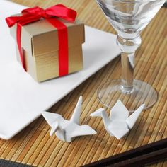 Japanese Crane Favors by Beau-coup! Compliments-Jevel Wedding Planning via Leah Behr onto Weddings - Japanese Weddings Japanese Party, Japanese Wedding, Wedding Favours, Party Favors, Wedding Gifts, Asian Wedding Themes, Asian Party, Lotus, Japanese Crane