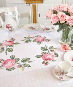 Rosen - Tischdecke  Design : Gerlinde Gebert Shop: www.gebert-handarbeiten.de