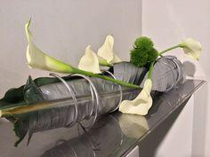 Callas mit Silberblatt, Straussbar Hamburg, Tischdekoration, #tabledecoration, #counterdecoration, #hotelfloristics