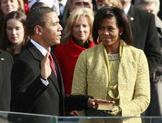 First Lady of united states Michelle Obama: Gloves, Pearls,classic Suite. Michelle Obama, Color Limon, Isabel Toledo, Inauguration Ceremony, French Fashion, New York Fashion, Looking For Women, Presidents, Ready To Wear
