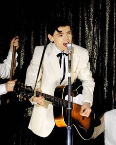 Thomas Brodie Sangster in Nowhere Boy