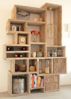 "Pinner said ""Zelfgemaakte rommelige kast van steigerhout"" I say what a cool re-purpose of the crates! Regal Design, Wooden Shelves, Wooden Pallets, Bookshelves, Bookcase, Armoire Buffet, Sideboard, Pallet Furniture, Furniture Design"