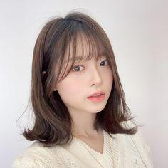Korean Medium Hair, Layered Haircuts For Medium Hair, Korean Short Hair, Medium Long Hair, Medium Hair Styles, Long Hair Styles, Asian Hair Bangs, Short Hair With Bangs, Hairstyles With Bangs