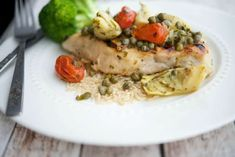 Tuscan Chicken {Cheesecake Factory} is grilled chicken topped with tomatoes, artichokes, capers and basil served with farro and a vegetable. Fried Chicken Recipes, Baked Chicken, Grilled Chicken, Cheesecake Factory Copycat, Chicken Margherita, Tuscan Chicken, Turkey Recipes, Cat Recipes, Salad Recipes