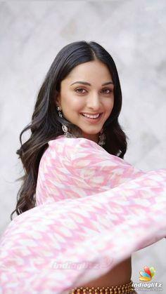 Kiara Advani Bollywood Cinema, Bollywood Photos, Indian Bollywood, Bollywood Stars, Bollywood Celebrities, Bollywood Actress, Indian Actress Images, Tamil Actress Photos, South Indian Actress