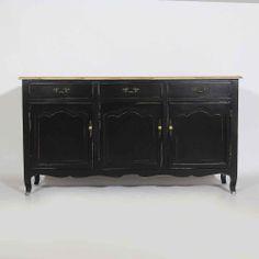 Buffet noir BAROQUE 3 portes 3 tiroirs en bois massif et plateau en vieil orme. http://www.made-in-meubles.com/buffet-regence-en-peuplier-noir.html