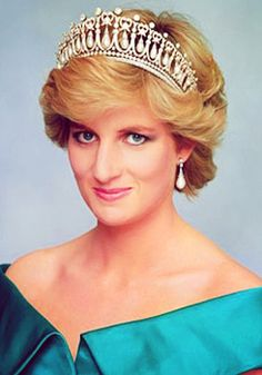 HRH Diana, Princess of Wales wearing the Cambridge Lovers Knot tiara. The tiara was a wedding gift from Queen Elizabeth II. After her divorce in August 1996, the tiara was returned to the Queen.