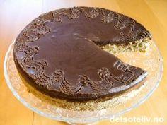 Mandelkonfektkake med sjokoladekrem   Det søte liv