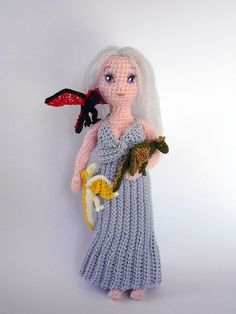Daenerys with her baby dragonscrocheted doll set by LunasCrafts. I don't really want this, but isn't it incredible?!  I didn't know you could knit like this!