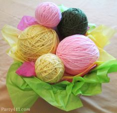 yarn centerpiece for kitten birthday party