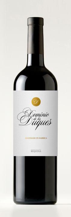 Diseño de las etiquetas para las variedades de vino Dominio de los Duques de la bodega Pago de Tharsys.