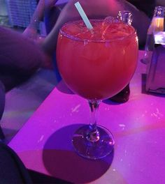 tomando un #coctel sin alcohol en un pub de de mi barrio #foodie drink a #cocktail without #alcohol #sanfrancisco #meinlatinpub #withfriens #tomorrowhaveaexam #mañanatengounexamen