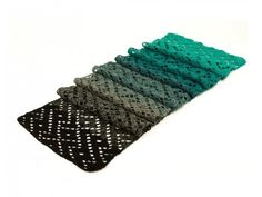 Shawl Green Eyes - Durable Colourful #haken, gratis patroon, Nederlands, shawl, sjaal, #haakpatroon, verloopgaren, garen cake