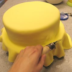 Perfect Fondant: Tips for Covering a Cake Flawlessly - The Sugar-Coated…
