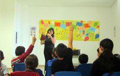 Sesión de cuentos en la Biblioteca de Medellín (Badajoz) con Carmen Ibarlucea dentro de las actividades del Plan de Fomento de Lectura de la Diputación de Badajoz y la Fundación Germán Sánchez Ruipérez | Un libro es un amigo