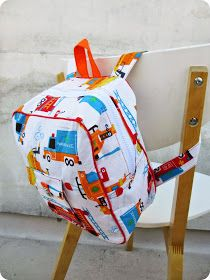 : DIY / Tuto: Sac à dos de maternelle, Baby Couture, Couture Sewing, Couture Bags, Sewing Projects For Kids, Sewing For Kids, Toddler Backpack, Diy Inspiration, Fabric Bags, Girls Bags