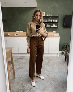 30 Spring Work Outfits That Will Make You the Talk of the Office 30 Work Outfits That Will Always Look Chic in the Office Casual Work Outfits, Winter Outfits For Work, Office Outfits, Work Attire, Work Casual, Classy Outfits, Office Wear, Outfit Work, Outfits Spring