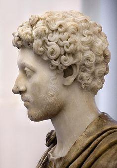 Marco Aurelio de joven. No lo olvidemos: es mármol!!