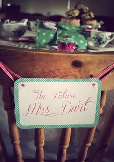 vintage hen party sign - Change to white and navy theme