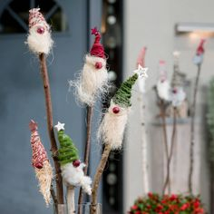 Weihnachtswichtel am Stecken | Wochenblatt für Landwirtschaft & Landleben Diy Crafts To Do, Crafts For Kids, Simple Crafts, Clay Crafts, Felt Crafts, Christmas Cup, Xmas, Diy Pinterest, Natal Diy