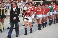 Alex Ferguson leading his team out for the FA Cup Final 1990 Manchester United Legends, Manchester United Football, Bryan Robson, Fa Cup Final, Professional Football, Football Kits, Old Trafford, Sports Stars, Man United
