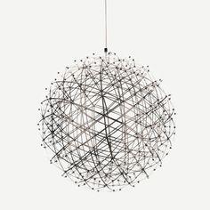 RAIMOND R89 オランダの数学者Raimond Puts(レイモンド・プッツ)がデザインスタジオOX-idとのコラボレーションによってデザインしたペンダントライト。支柱を必要としない、多角形の格子を組み合わせて造った軽量ドームを、幾何学に基づいた三角形の形状を使い作り上げられています。LED 部分は接合部分として形状をつくり、電極により分かれた層を構築しています。