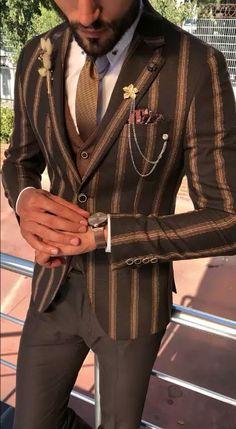 38 Outstanding Brown Suit Combinations Ideas To Looks More Pretty Mens Casual Suits, Stylish Mens Outfits, Mens Fashion Suits, Mens Suits Style, Mode Old School, Blazer Outfits Men, Mode Masculine, Designer Suits For Men, Suit Vest