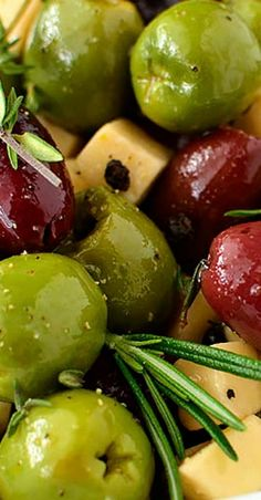 Herb and Garlic Marinated Olives are an easy yet impressive, gluten-free appetizer recipe to whip together several days ahead of a party or get together. Pour the olives into a bowl then watch your guests devour them! Olive Recipes Appetizers, Gluten Free Appetizers, Bacon Appetizers, Appetizers For Party, Party Snacks, Great Recipes, Snack Recipes, Cooking Recipes, Italian Finger Foods