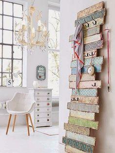 Pallet Coat Racks ~ 5 DIY Ideas