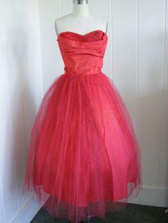 Beautiful dress. WANT!