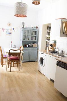 Helle, Renovierte Altbauküche Mit Schönen Lampen Und Vintage Möbel. #Küche # Einrichtung