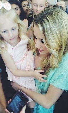 Chloe looks like a freakin celebrity in this picture. Why is she so gorgeous all the time?