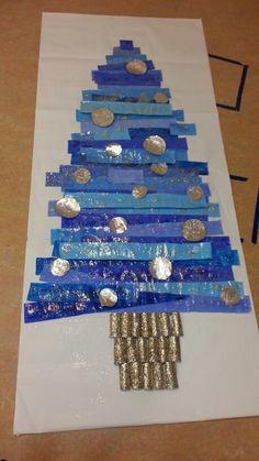 Quest'anno abbiamo creato per Natale questo splendido albero.  Perché blu? Perché siamo della sezione dei blu