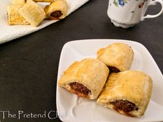 Nigerian sausage roll is a snack of seasoned sausage meat wrapped in dough. It is soft, light, flaky and golden with well-seasoned sausage meat inside. Nigerian Meat Pie, Nigerian Food, Chef Recipes, Egg Recipes, Snack Recipes, Snacks, Nigerian Sausage Roll Recipe, Roll Dough Recipe, Scotch Eggs Recipe